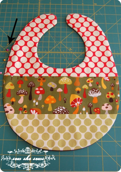 Free Patterns For Quilted Baby Bibs : Quilted Patchwork Bib Pattern And Tutorial Sew She Sews s