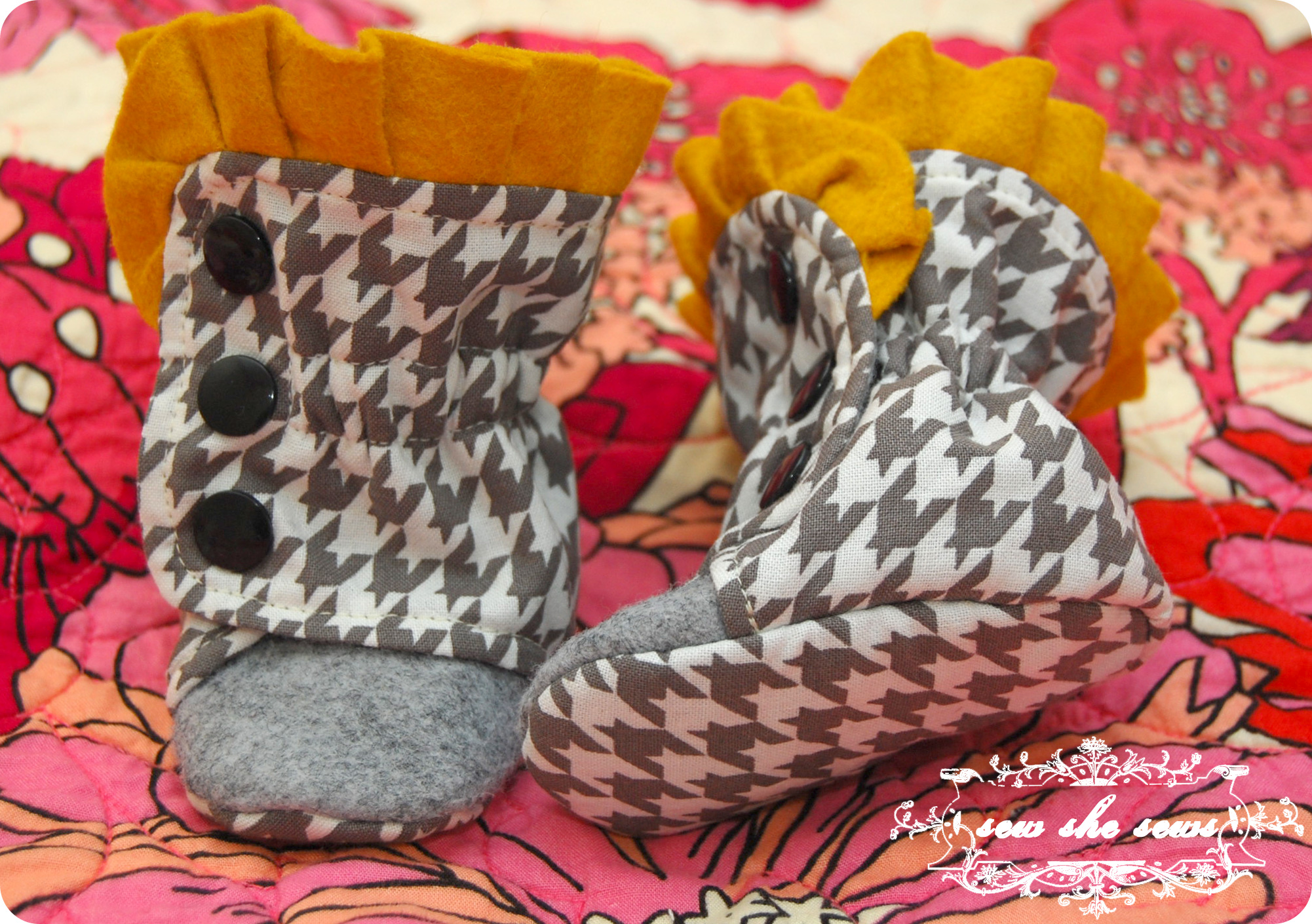 Houndstooth and wool felt in grey and mustard